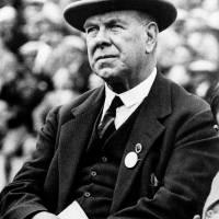 1º Willie Maley: 43 años al mando del Celtic lo hacen posicionarse en el primer lugar. El técnico fallecido en 1958, tuvo un paso bastante ganador en el equipo puesto que ganó 16 ligas escocesas, 14 Copa Escocesa, 14 Copa de Glasgow y una Copa de la Expos