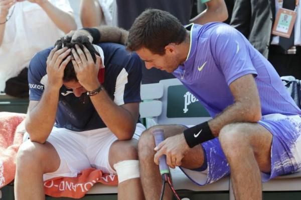 Del Potro consoló a su lesionado rival / imagen: AFP