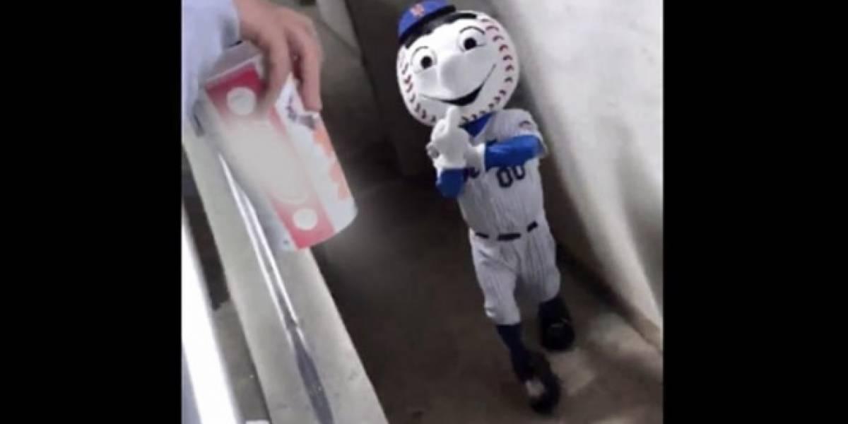 """VIDEO: Despiden a mascota de los Mets tras hacer la """"Britney señal"""""""