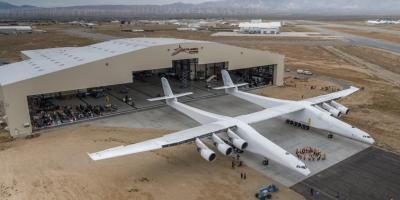 El Stratolaunch, el avión más grande, listo para su primera prueba