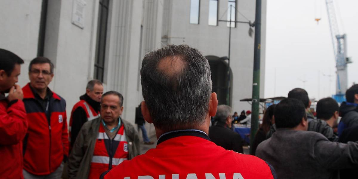 Tras reuniones informales, funcionarios de Aduanas continúan en paro