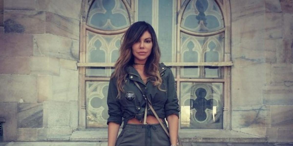 En sexy traje de baño, modelo presume que su trasero quedó igual al de Kim Kardashian
