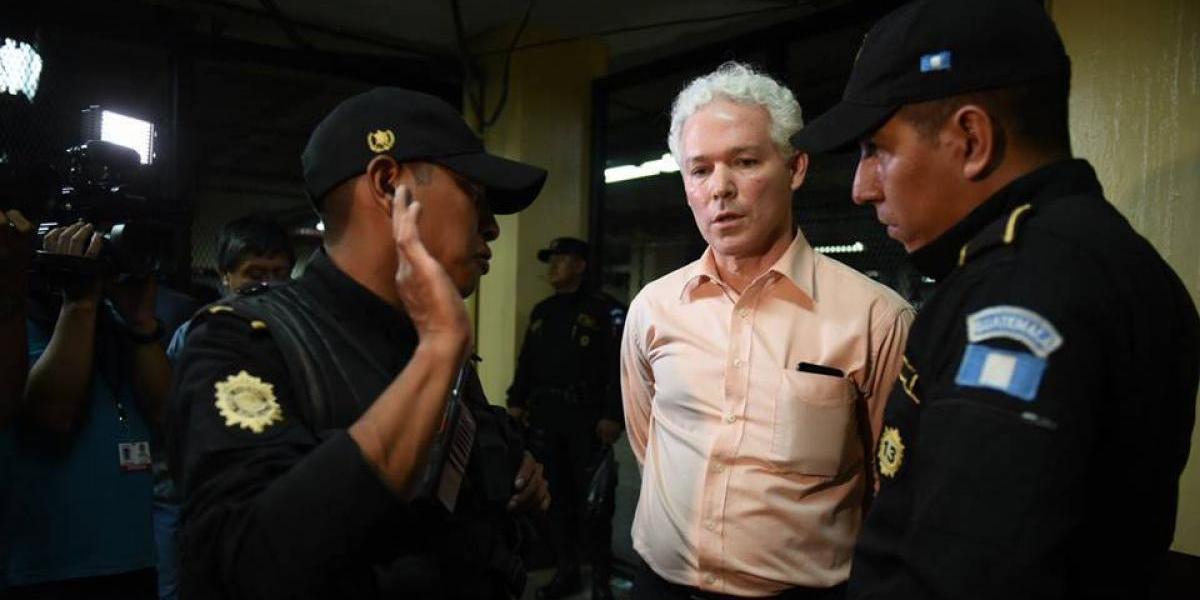 """Órdenes de captura llegan """"por correo o por cualquier vía"""" a la PNC, dice director de la entidad"""