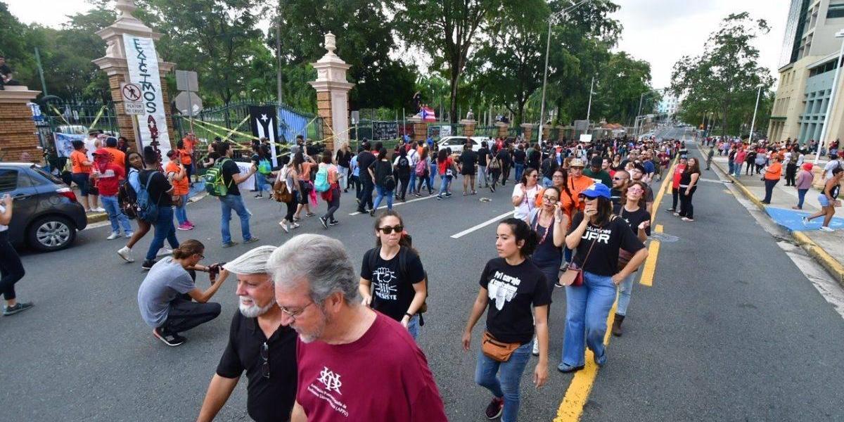 Senado avala detener pagos a empleados durante huelgas UPR