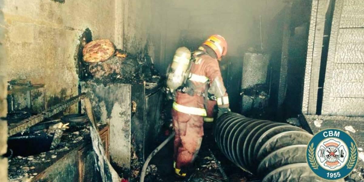 Incendio en colonia Atlántida alarma a vecinos