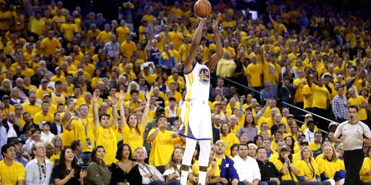 Kevin Durant lidera paliza de Warriors a Cavs en primer juego de la serie final
