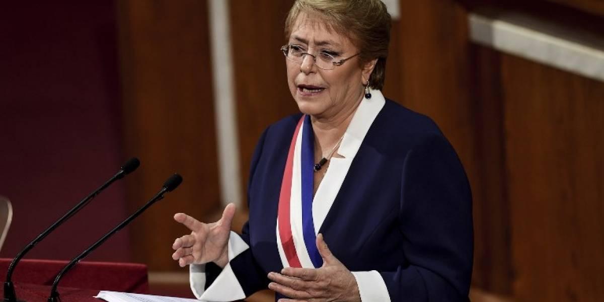 Bachelet defiende sus reformas en su última cuenta pública en Chile