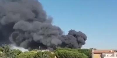 Se eleva una nube de humo cerca del Vaticano