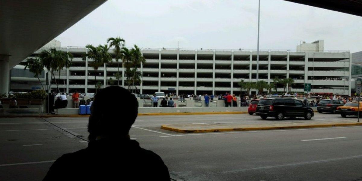 Denuncian hacinamiento en aeropuerto de boricuas tratando de salir de la Isla