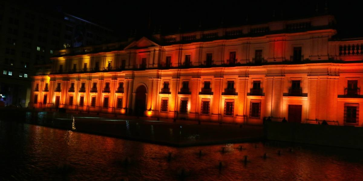 La Moneda y Costanera Center se iluminan por la Esclerosis Múltiple