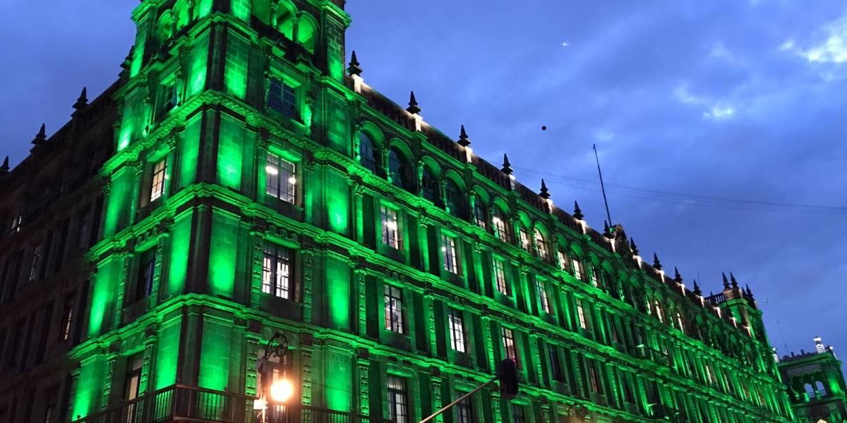 La CDMX se ilumina de verde tras salida de EU del Acuerdo de París