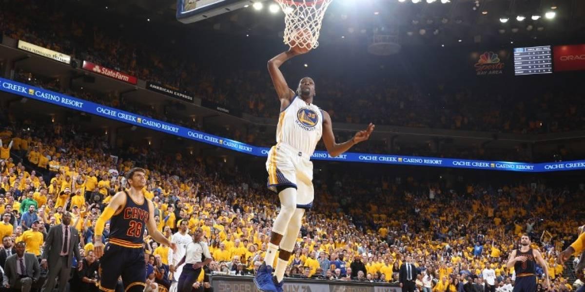 De la mano de Durant y Curry, Warriors aplastó a Cavaliers en el arranque de las finales de la NBA