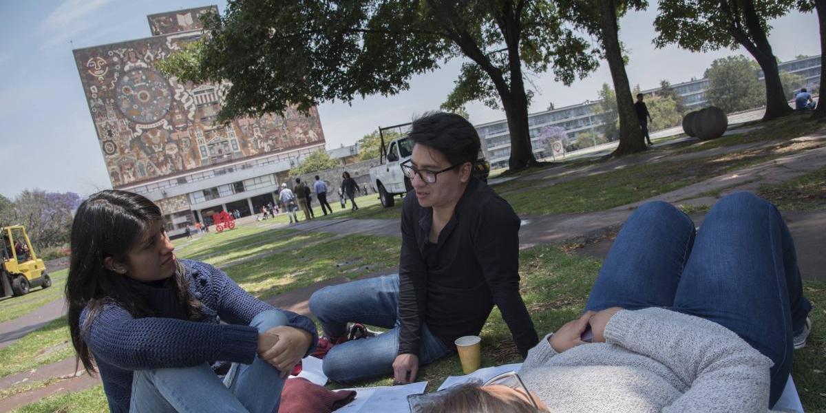 Gobierno capitalino publica reglamento de la ley de los derechos de los jóvenes