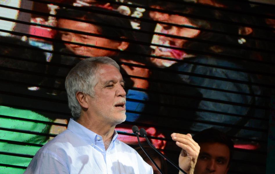 """En conferencia, Enrique Peñalosa aclara que no tiene """"ni maestría, ni doctorado"""""""