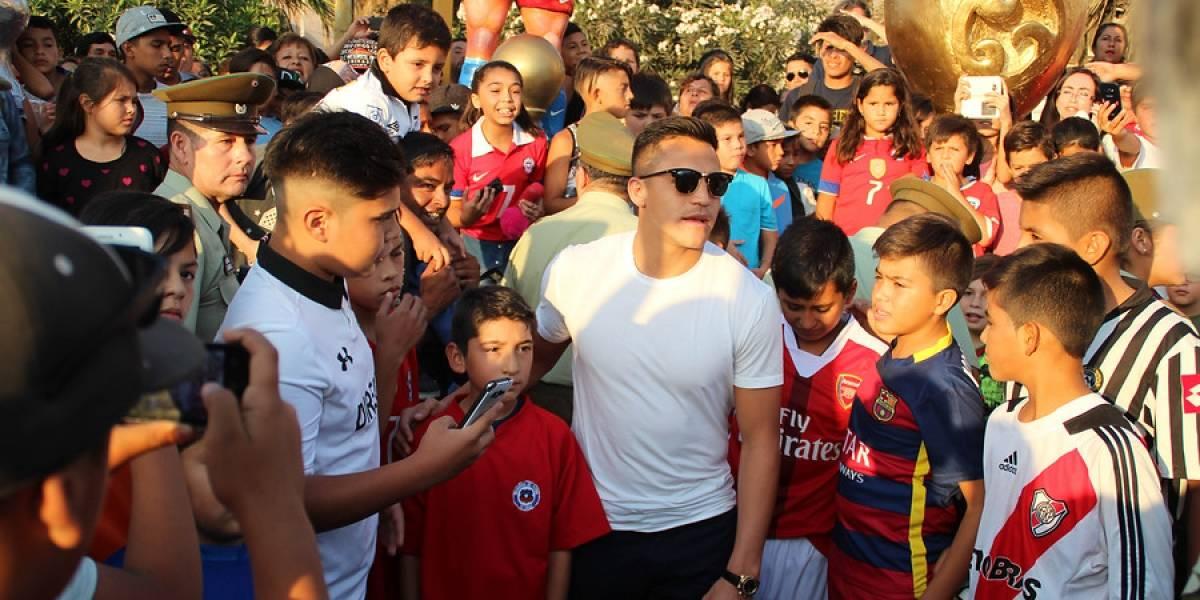 Alexis Sánchez cambia de planes y llega a Chile para viajar con la Roja a Rusia