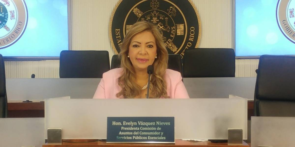 Incómoda Evelyn Vázquez con secretaria de la Familia