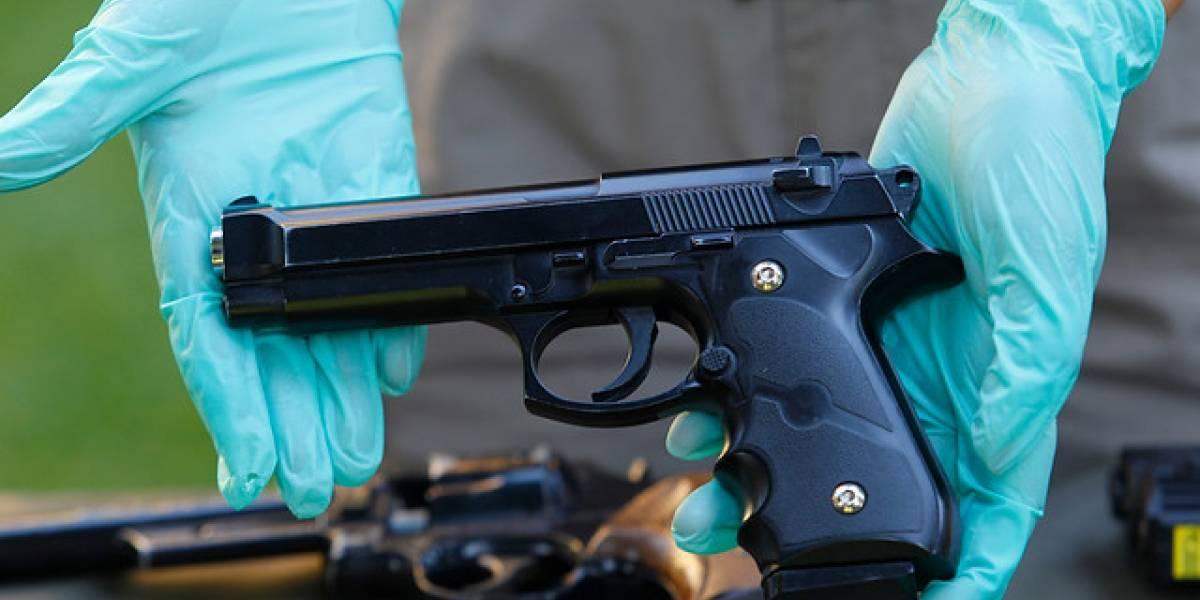 Dan de baja a cinco carabineros por vender sus armas de fuego fuera de protocolo