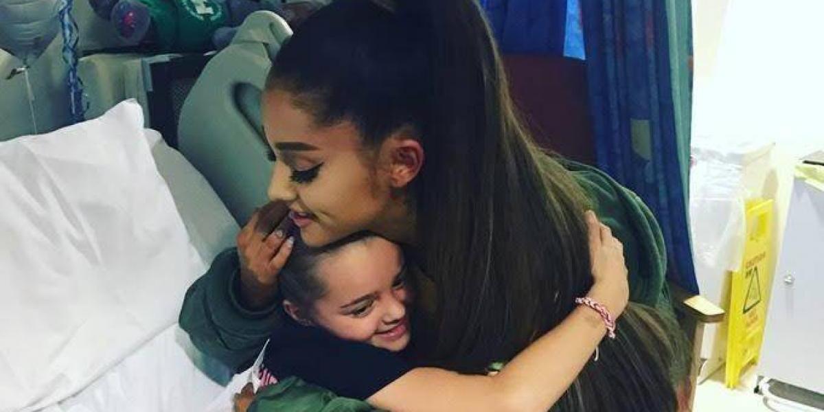 Ariana Grande visita a sus fans en hospital