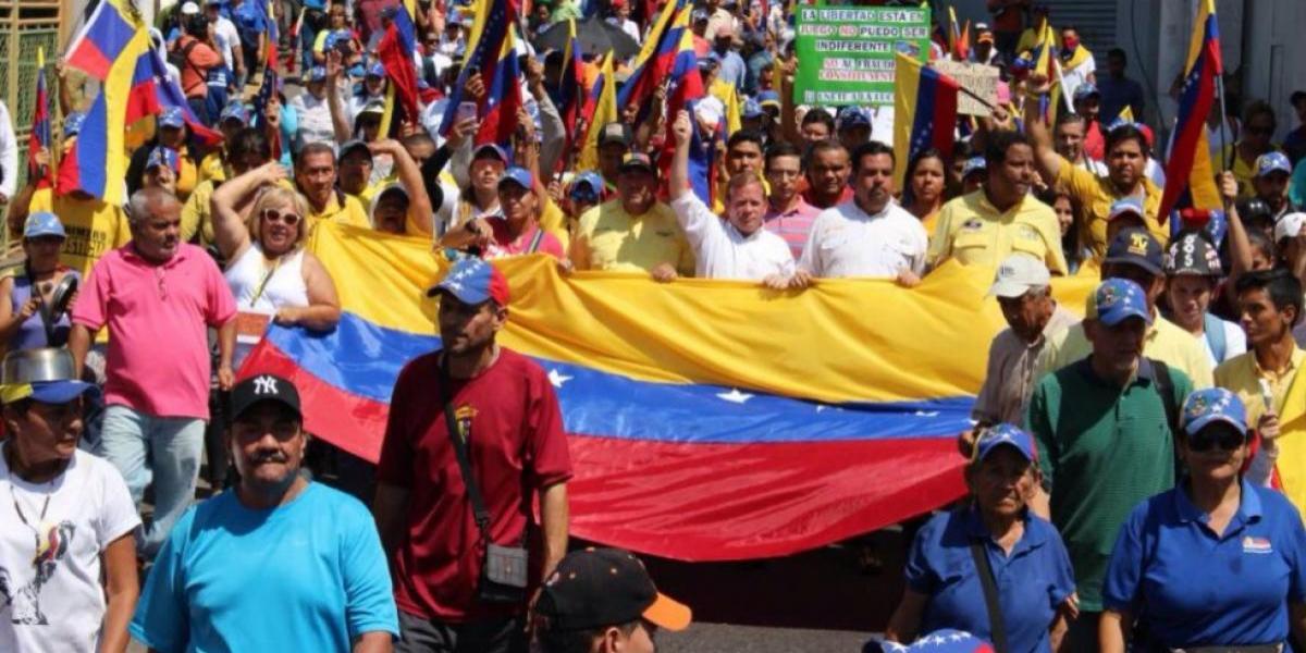 """La marcha de las ollas vacías: opositores protestan para denunciar el """"hambre"""" en Venezuela"""