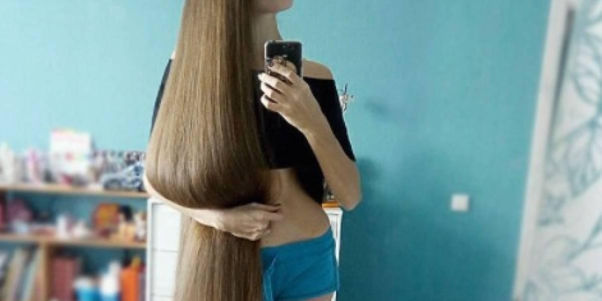 Joven se hace viral por extensa cabellera