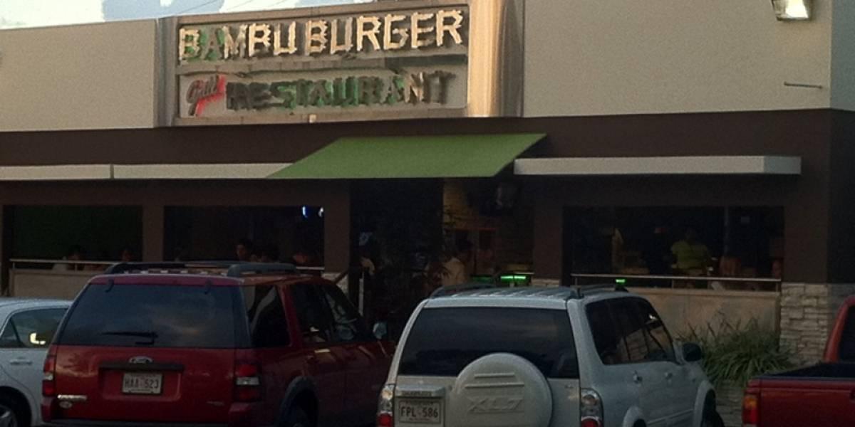Roban en negocio Bambú Burger en Bayamón