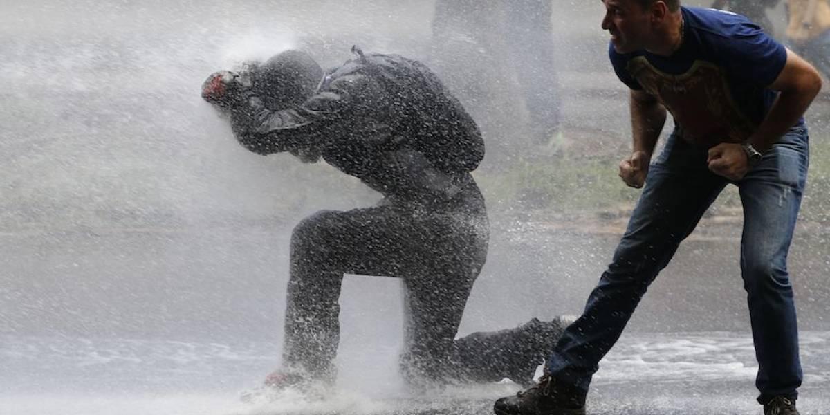 """Policía dispersa """"marcha contra el hambre"""" en Venezuela"""