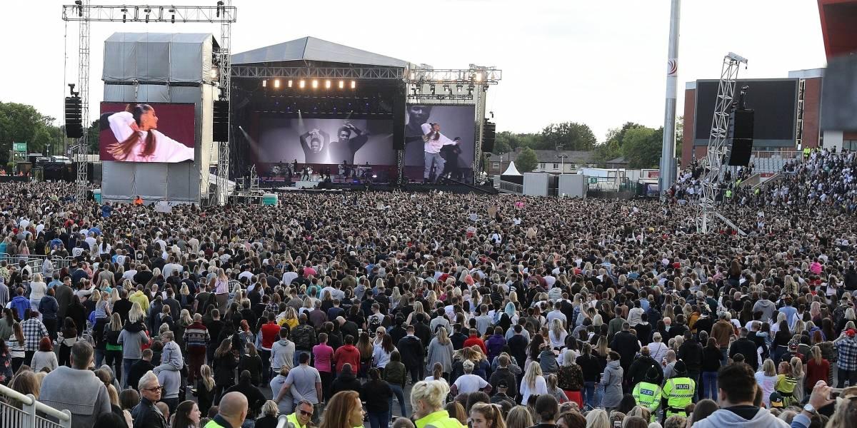 Ariana Grande canta en Manchester en honor de las víctimas del terrorismo