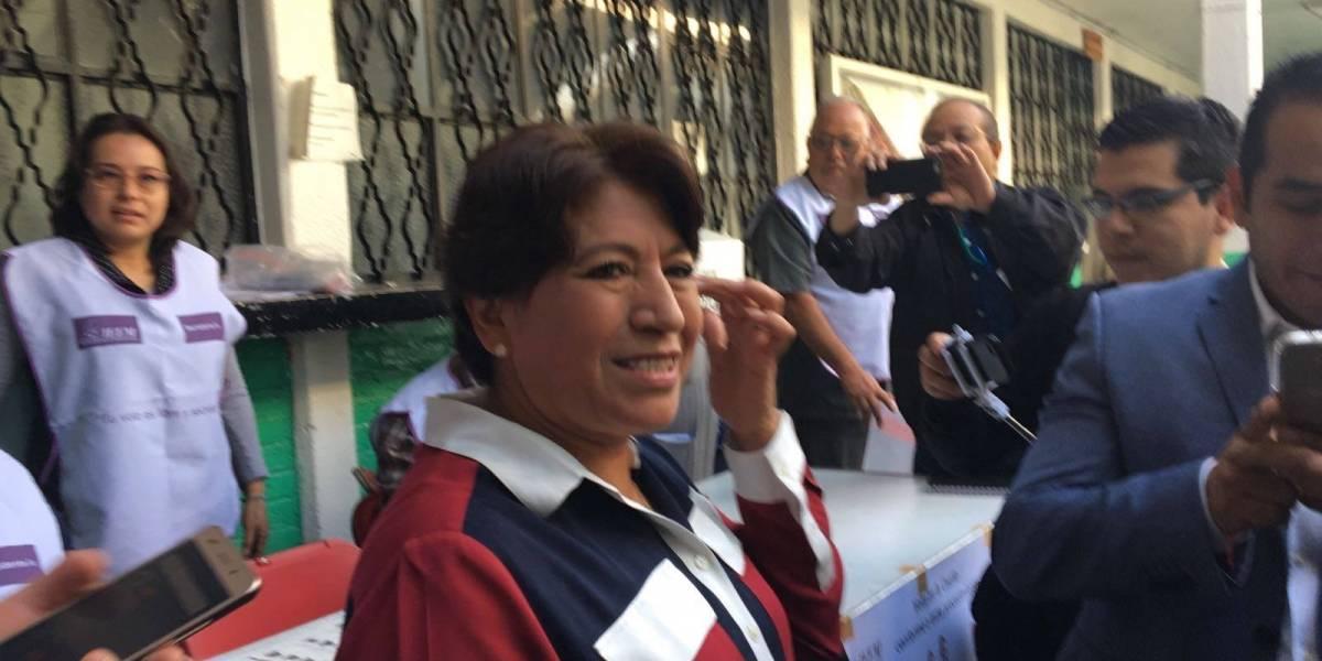 Acude Delfina Gómez a emitir su voto en Texcoco