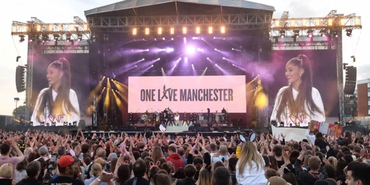 Ariana Grande canta en Manchester en honor de las víctimas