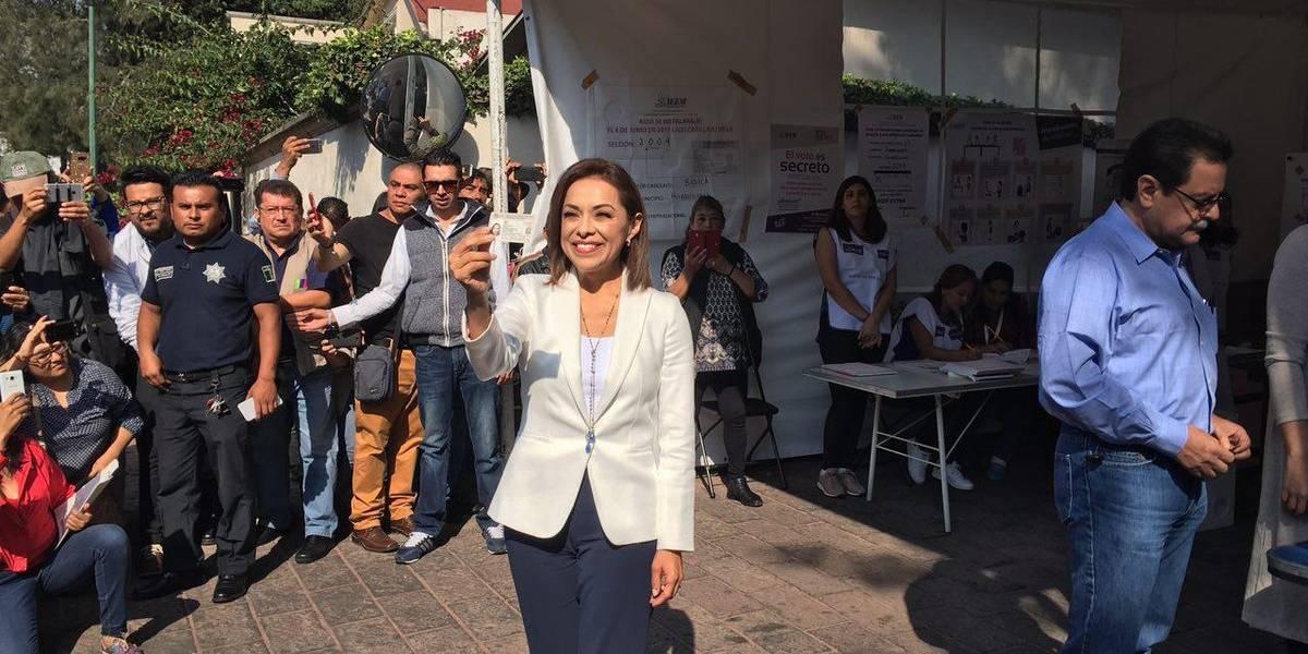 Vota Josefina Vázquez Mota en casilla de zona residencial
