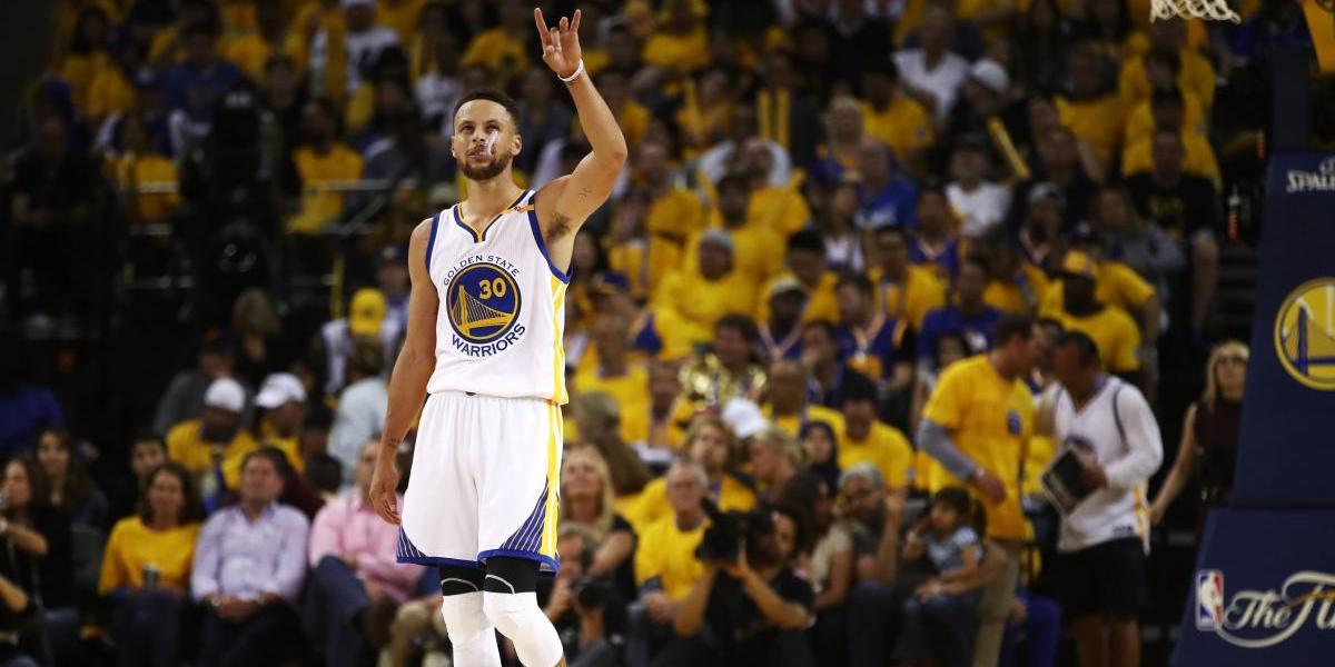 Warriors vuelve a apalear a Cavaliers y se ponen 2-0 arriba en la serie final