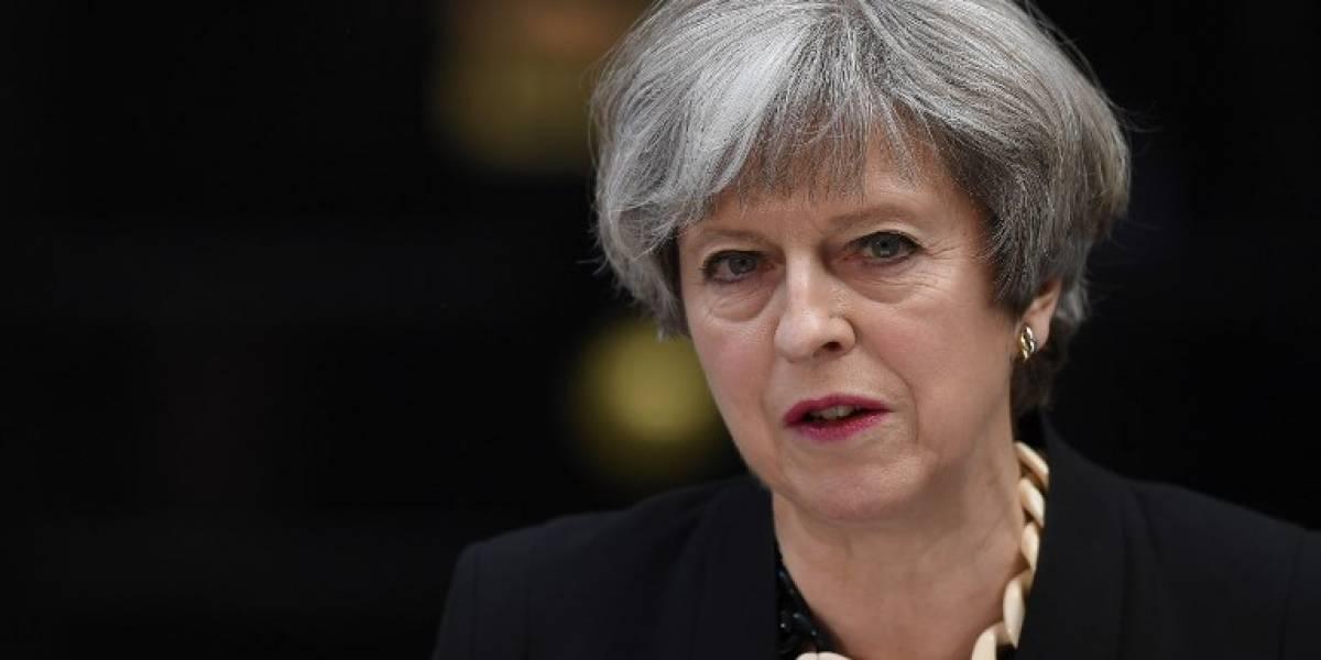 May atribuye el atentado a extremismo islamista y mantiene elecciones