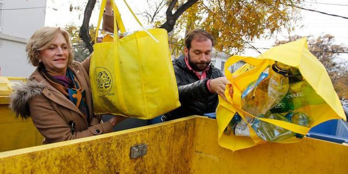 Nuevo plan en Providencia busca incentivar el reciclaje en casa