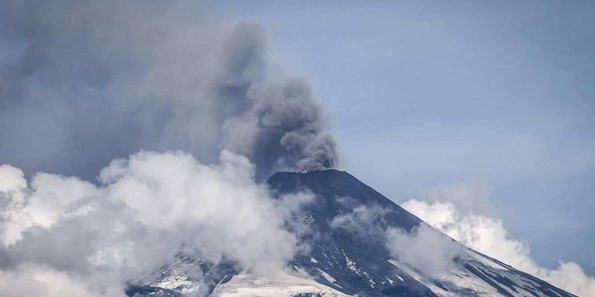 Sernageomin declara alerta amarilla por aumento de actividad en volcán Copahue