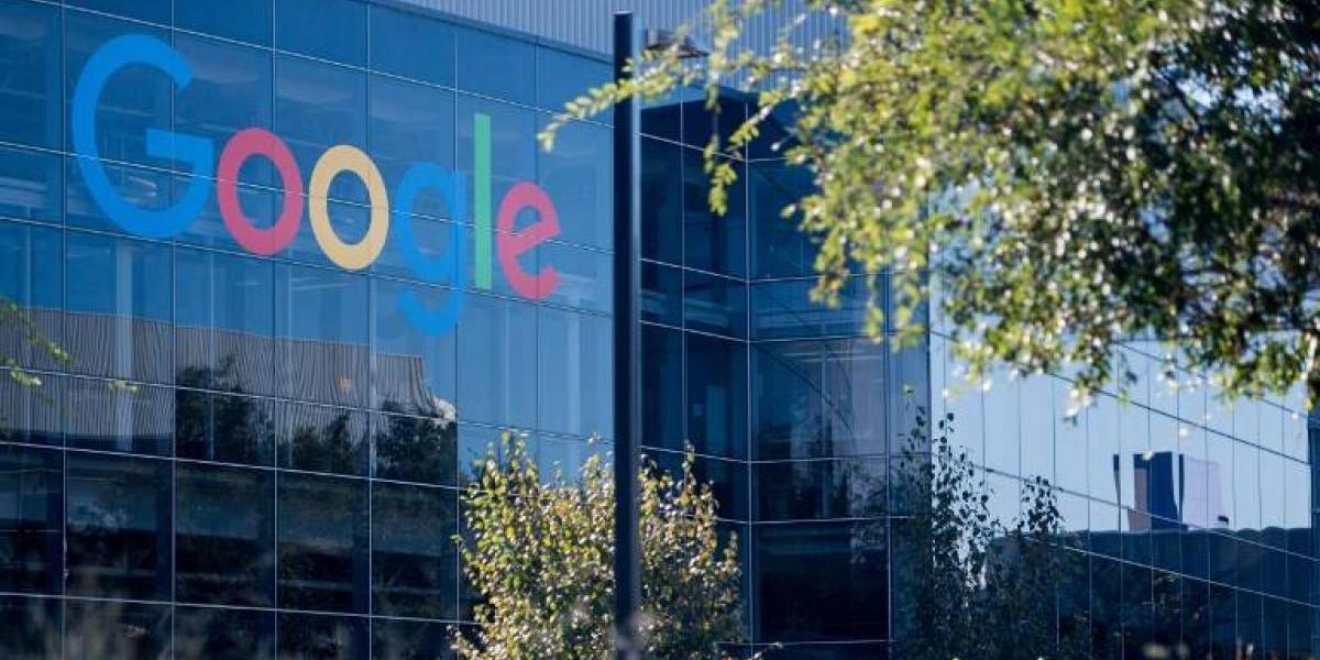 Acciones de matriz de Google cierran por primera vez por encima de los 1.000 dólares