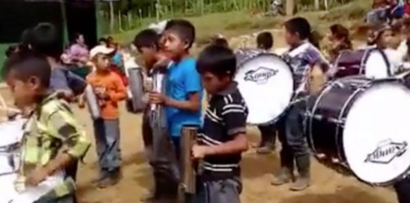 Instrumentos musicales son utilizados por los niños