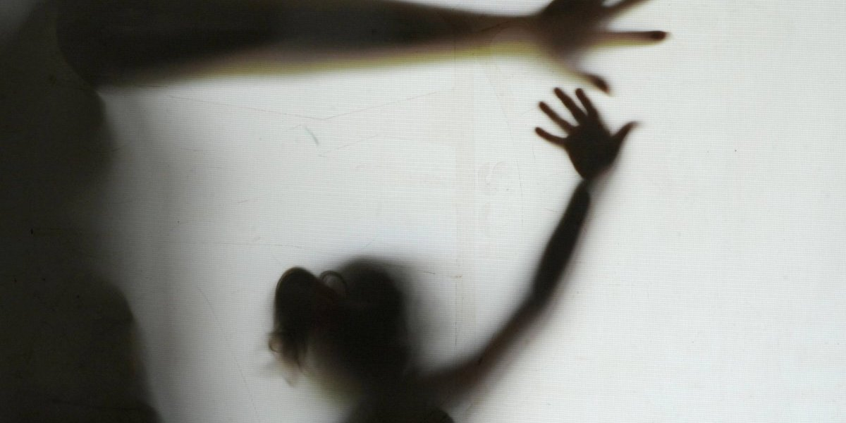 Investigado por pornografia infantil, padre é flagrado em contato com crianças