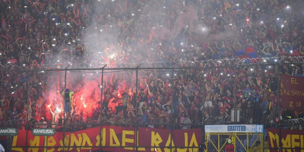 La Liga Nacional multa a Municipal por invasión de sus aficionados