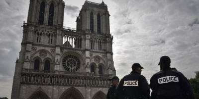 Ataca a un policía cerca de la catedral Notre Dame en París