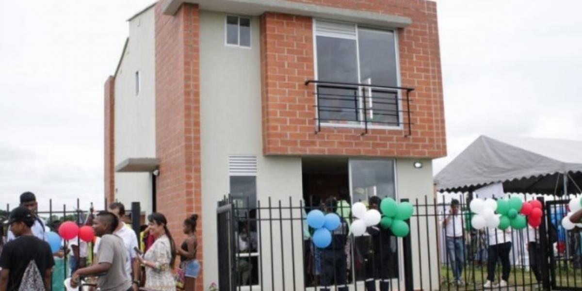 Se le cumplió el sueño a Yuberjén Martínez, ya recibió su casa