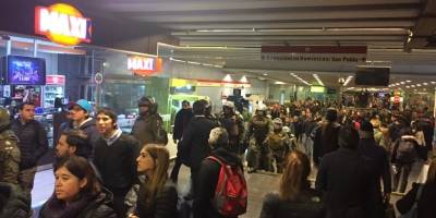 Fuerzas Especiales interviene por incidentes en Metro Tobalaba