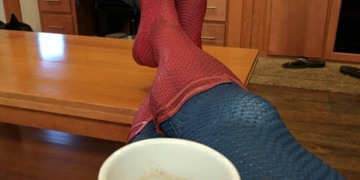 Henry Cavill celebra con sus botas de Superman