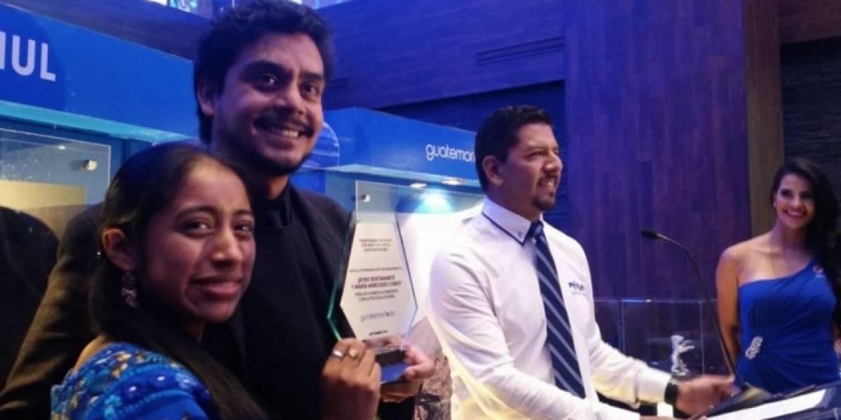 Jayro Bustamante es premiado por Guatemorfosis y le agradece a Guatemala