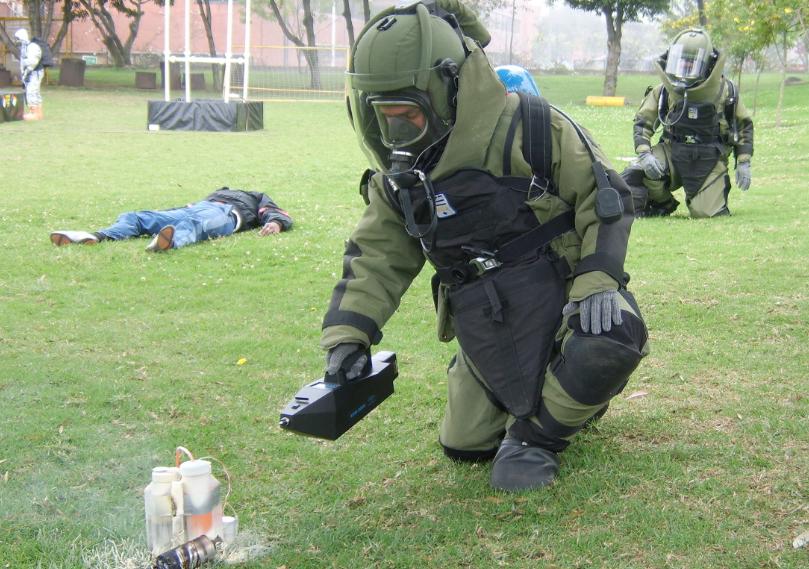 Con robot, desactivaron paquete explosivo que estaba en una caja de madera