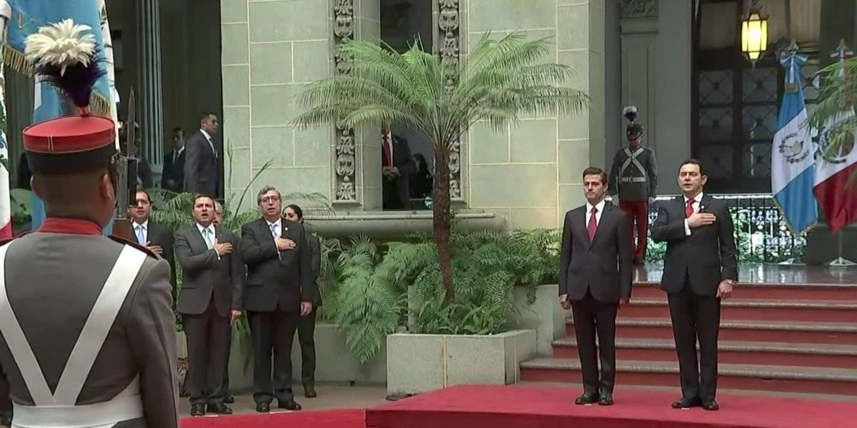 Presidente Jimmy Morales recibe a su homólogo de México en el Palacio Nacional