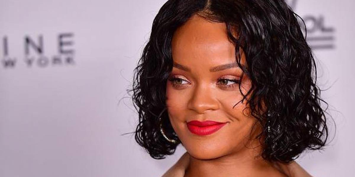 Critican a Rihanna por sobrepeso y ella responde mostrando de más en un transparente atuendo