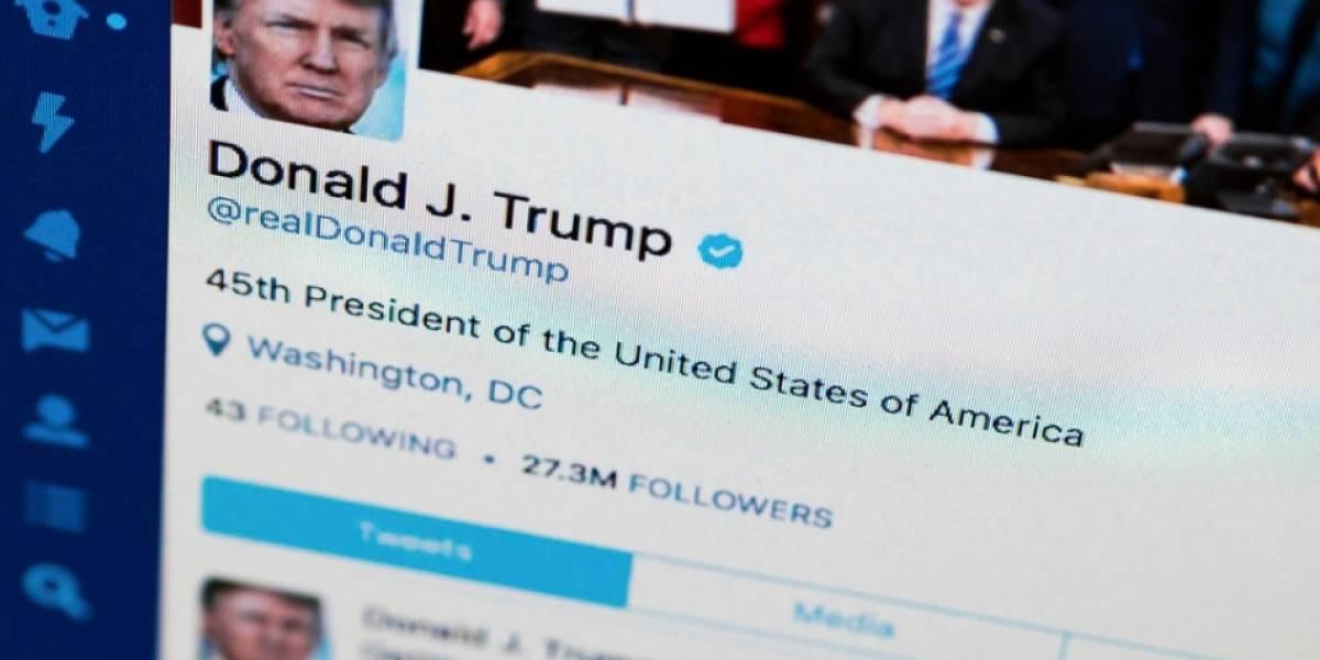 Trump bromea sobre breve desconexión de su Twitter