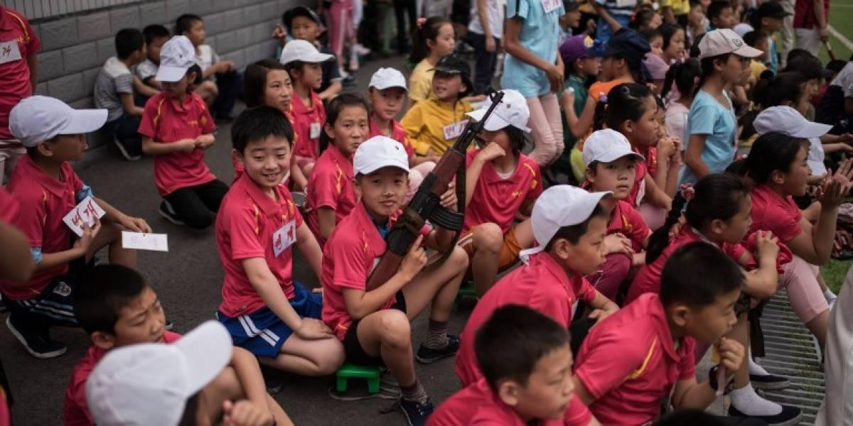 """Kim Jong-un insta a lo niños norcoreanos a """"odiar a los imperialistas y enemigos"""""""