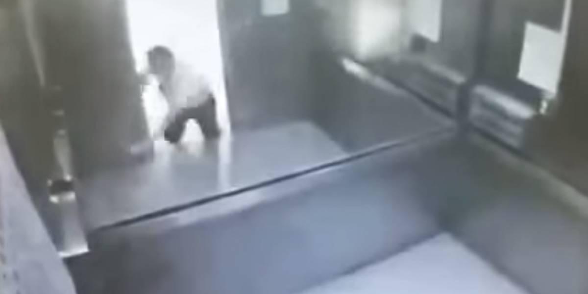 """Fuertes imágenes.Hombre muere """"partido en dos"""" por un elevador en Taiwán"""