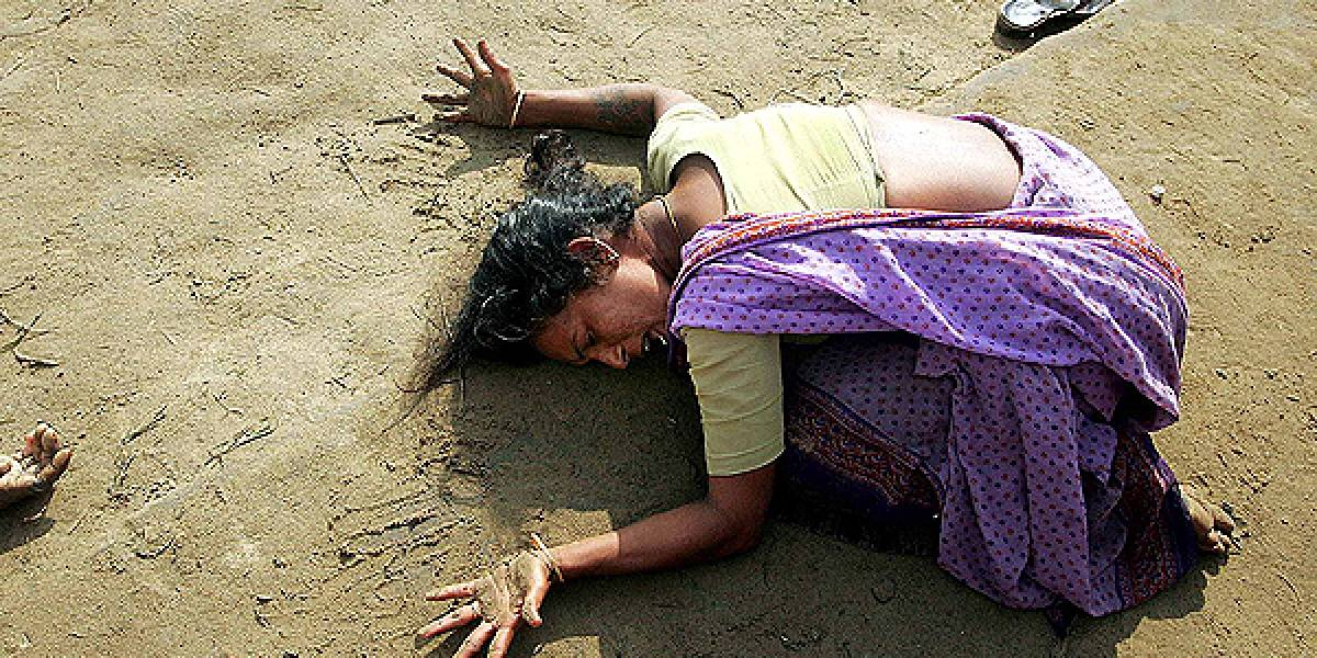 Macabro crimen en India: sujetos violan a joven madre y asesinan a su hijo de 9 meses